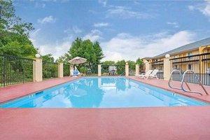 Pool - Red Carpet Inn & Suites Newnan