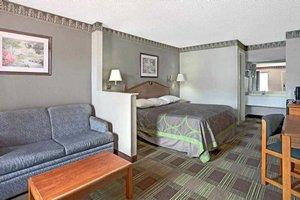 Room - Red Carpet Inn & Suites Newnan
