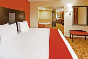 Suite - Holiday Inn Express Hotel & Suites Germantown