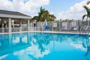 Pool - Candlewood Suites Airport Miami