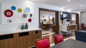 Restaurant - Holiday Inn Express Hotel & Suites Airdrie