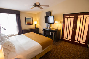 Suite - Holiday Inn Express Hotel & Suites West Topeka