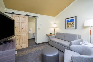 Suite - Holiday Inn Hyannis