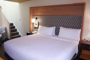 Room - Holiday Inn Hyannis
