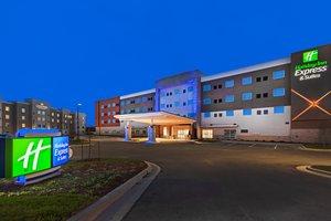 Exterior view - Holiday Inn Express Hotel & Suites Lenexa