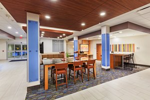 Lobby - Holiday Inn Express Hotel & Suites Lenexa