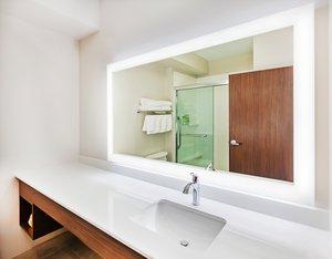 - Holiday Inn Express Hotel & Suites Lenexa