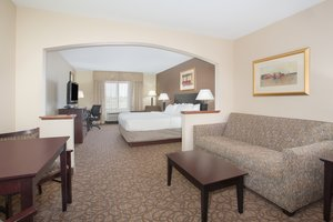 Suite - Holiday Inn Express Hotel & Suites Concordia