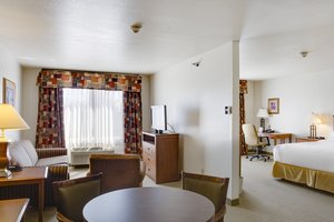 Suite - Holiday Inn Express Hotel & Suites Bethany