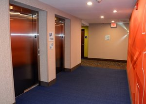 Lobby - Holiday Inn Express Hotel & Suites Monroeville