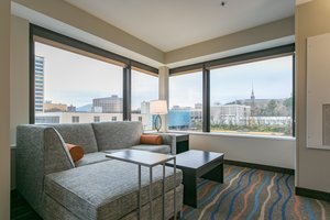 Suite - Holiday Inn Express Hotel & Suites Downtown Chattanooga