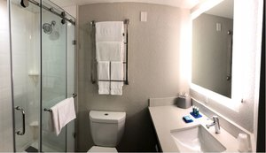 - Holiday Inn Express Hotel & Suites Hialeah