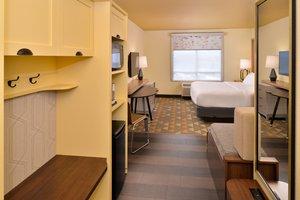 Room - Holiday Inn Airport Kansas City