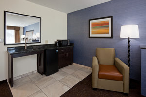 Suite - Holiday Inn Express Hotel & Suites Fort Dodge