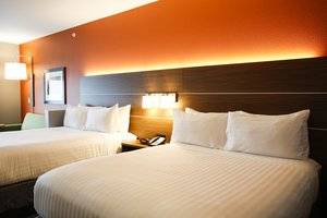 Suite - Holiday Inn Express Hotel & Suites Downtown Louisville
