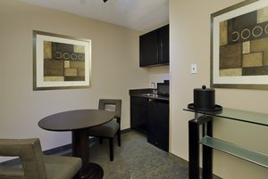 Suite - Holiday Inn New Orleans Airport Metairie