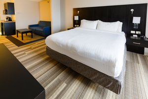 Room - Holiday Inn Express Hotel & Suites Shelbyville