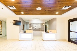 Lobby - Holiday Inn Express Hotel & Suites Shelbyville