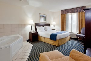 Suite - Holiday Inn Express Chesapeake