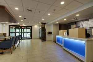 Lobby - Holiday Inn Express Voorhees