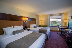 Room - Crowne Plaza Hotel Wauwatosa