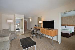 Suite - Holiday Inn Express Hotel & Suites Fraser