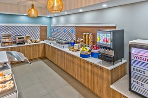 Restaurant - Holiday Inn Express Hotel & Suites Trois-Rivieres