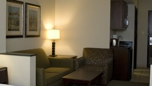 Suite - Holiday Inn Express Hotel & Suites Pittsburg