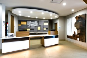 Lobby - Holiday Inn Express Hotel & Suites Trois-Rivieres