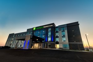 Exterior view - Holiday Inn Express Hotel & Suites Trois-Rivieres
