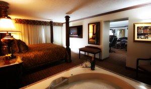 Suite - Crowne Plaza Hotel Northbrook