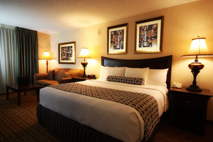 Room - Crowne Plaza Hotel Northbrook