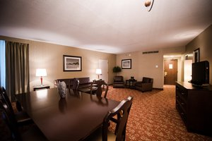 Suite - Crowne Plaza Hotel Cherry Hill