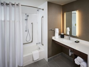 Room - Staybridge Suites Niagara on the Lake