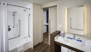 Room - Holiday Inn Express Hotel & Suites Niagara on the Lake