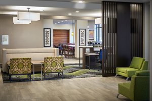 Lobby - Holiday Inn Express Hotel & Suites Niagara on the Lake