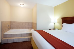 Suite - Holiday Inn Express Hotel & Suites Sulphur