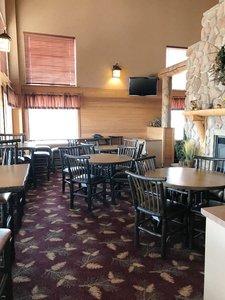 Lobby - Kelly Inn & Suites Mitchell