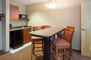 Suite - Holiday Inn Express Hotel & Suites Cedar Rapids