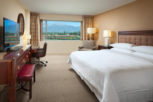Room - Sheraton Hotel Airport Ontario