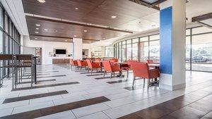 Restaurant - Holiday Inn Express Hotel & Suites Platteville