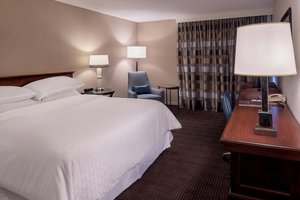 Room - Sheraton Westport Chalet Hotel Maryland Heights