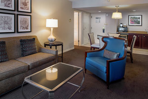 Suite - Sheraton Westport Chalet Hotel Maryland Heights