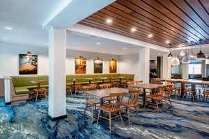 Restaurant - Fairfield Inn & Suites by Marriott East Kelowna