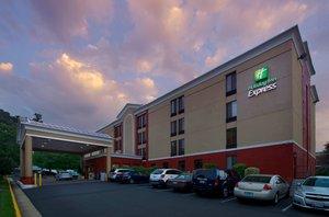 Exterior view - Holiday Inn Express Arlington Blvd Fairfax