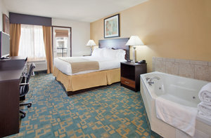 Suite - Holiday Inn Express Hotel & Suites MO 76 Central Branson