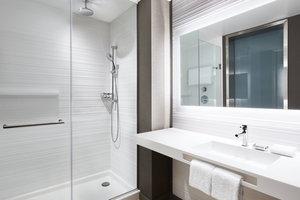 Room - AC Hotel by Marriott Waterfront Portland