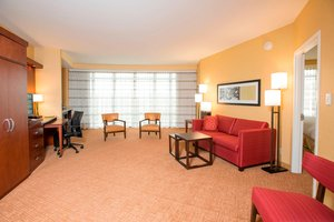 Suite - Courtyard by Marriott Hotel Midtown Cincinnati