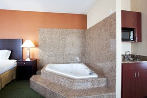 Suite - Holiday Inn Express Hotel & Suites Reno