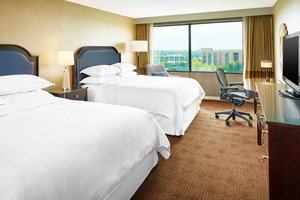 Room - Sheraton Hotel Lisle